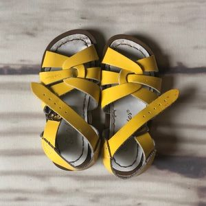 Saltwater Sandals // Size 8 (kids)